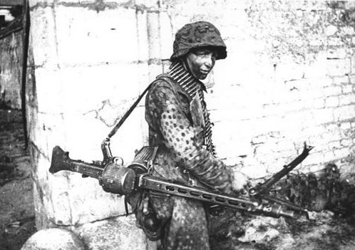 12th ss Hitlerjugend MG42 gunner